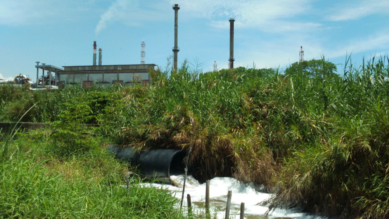 Discharge-pipe-with-IBR-factory-in-the-background