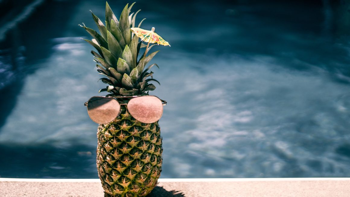 cool-pool-pineapple_4460x4460