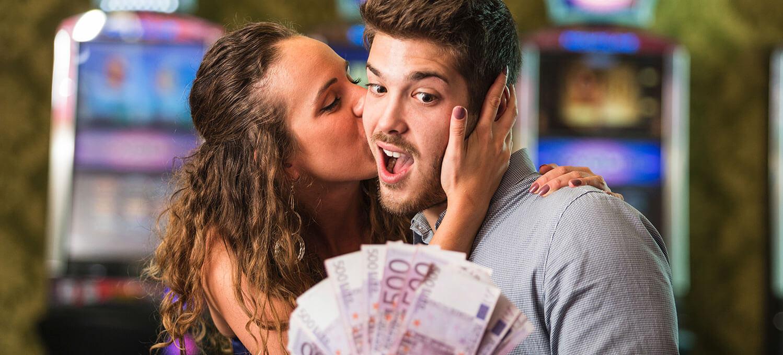 slot machine payouts random