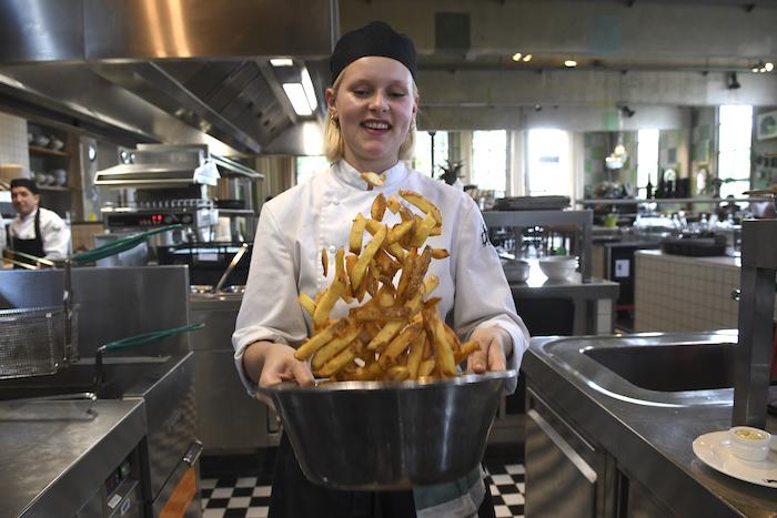 Kok Aimée voegt het laatste stukje 'magie en liefde' toe aan de friet