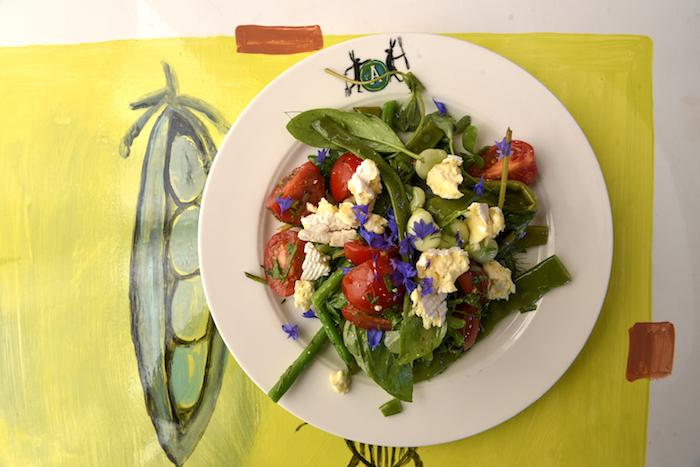 Salade van bonen en tomaten uit de tuin