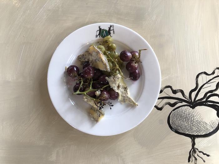 Druiven uit eigen kas met Cabrales-blauwaderkaas
