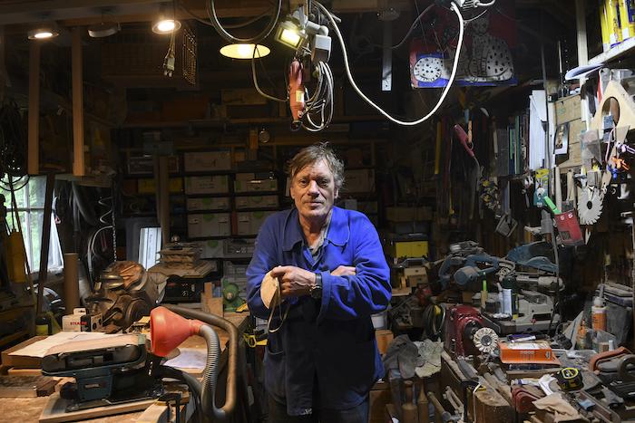 Eric Feteris in zijn werkplaats in Dordrecht