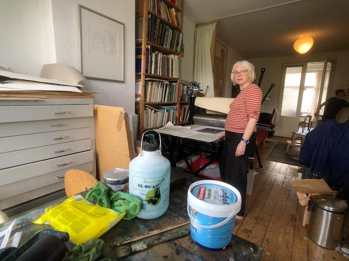 Ondine de Kroon in haar huis in Rotterdam