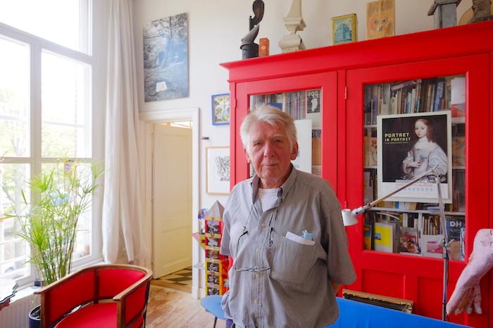 Ton Martens in zijn huis in Den Haag