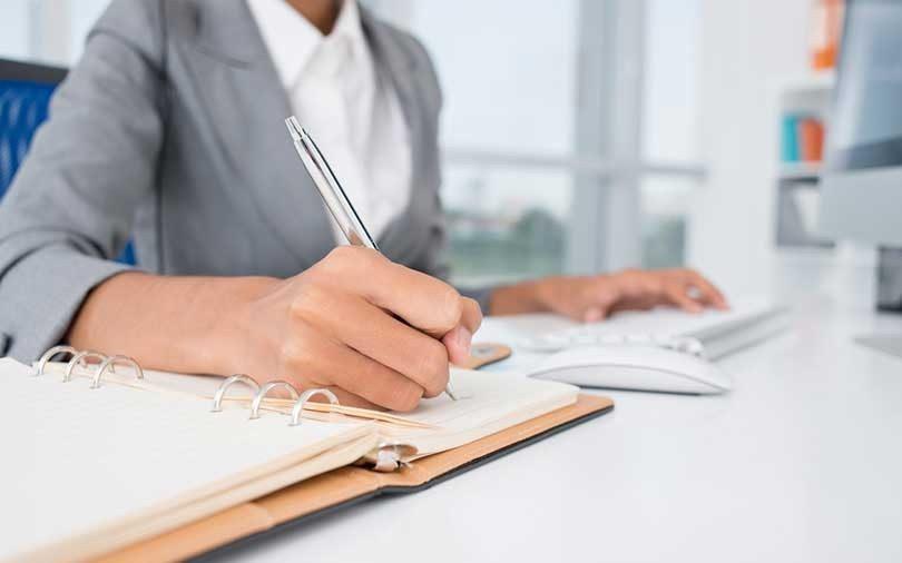 السكرتاريا التنفيذية وإدارة المكاتب
