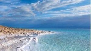 أين يقع البحر الميت