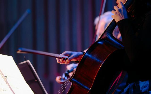 Sunny Yang of the Kronos Quartet in the Howard Assembly Room © Tom Arber