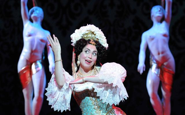 Stephanie Corley as Hanna Glawari in Opera North's 2010 production of Lehár's The Merry Widow © Alastair Muir