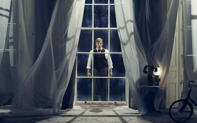 Nicholas Watts as Peter Quint in Turn of the Screw © Guy Farrow