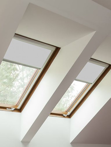 Classic Alaskan Husky Blackout Skylight Blind For Fakro Windows