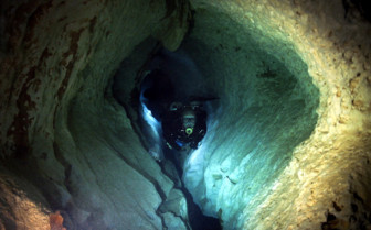 Picture of Diving in a tunnel in Mexico