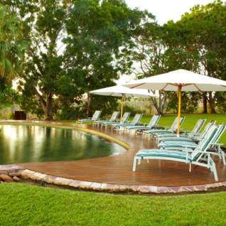Pool and sun loungers at El Questro Homestead