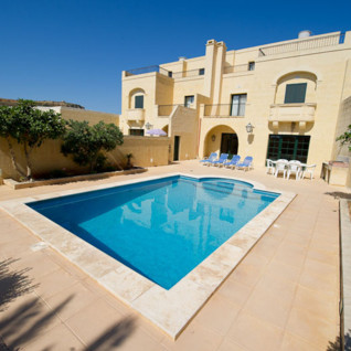 Picture of a farmhouse with pool in Gozo