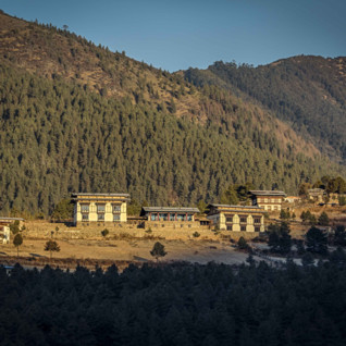 Gangtey Lodge exterior and mountain view