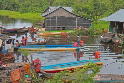 cambodia_river_locals