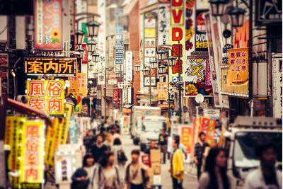 shinjuku street tokyo