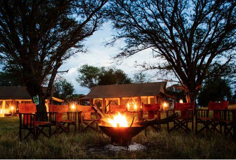 outdoor dining at kimondo camp