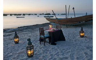 Picture of Beach dinner Ibo