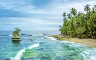 Turquoise ocean of Costa Rica