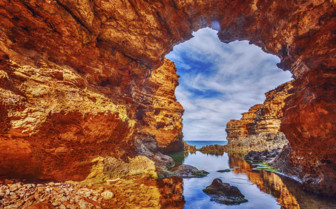 Stunning coves along the Great Ocean Road