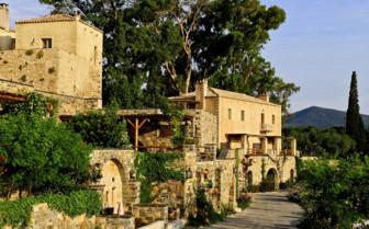 Kinsterna exterior and greenery