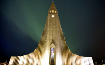 Hallgrimskirkja church at night