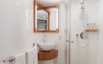 Ensuite Bathroom on the Scubaspa Ying