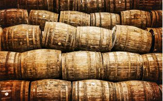 A picture of a scottish whisky distillery