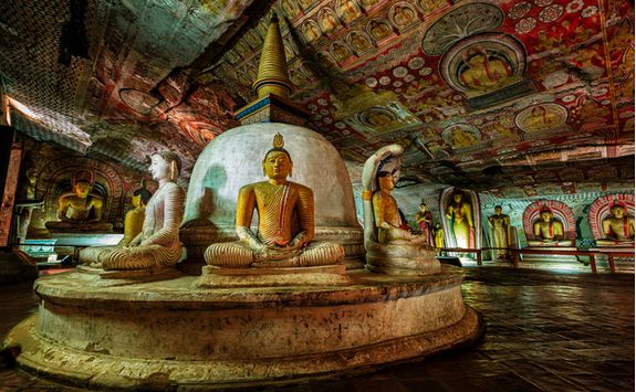 Dambulla temple inside