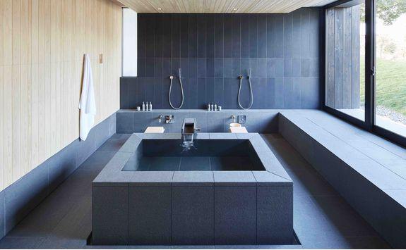Onsen hot bath at Amanemu