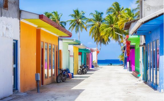 maldives-colourful-street