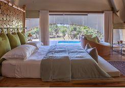chena huts bedroomm