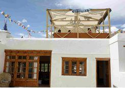 Nimoo, Village House