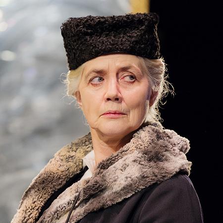 Marika Lagercrantz som Farmor. Foto: Ola Kjelbye