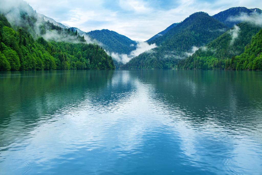 Фото: Вид на озеро Рица