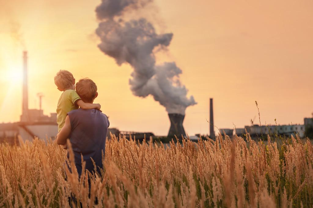 Фото: Выбросы химического завода