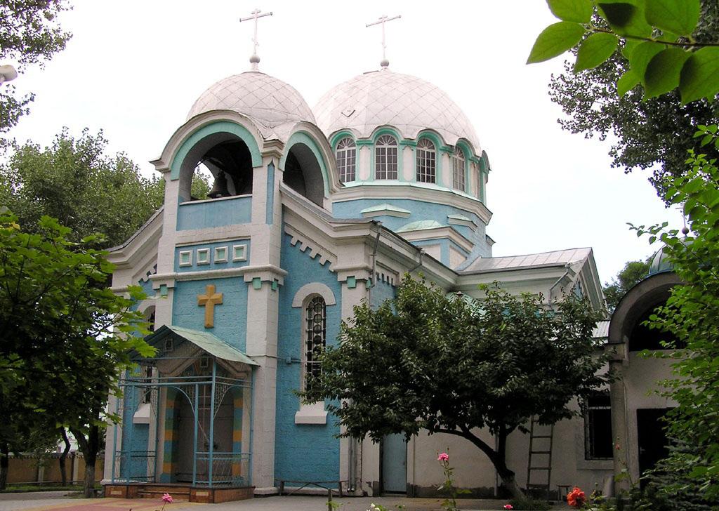 Фото: Махачкалинский православный Успенский собор