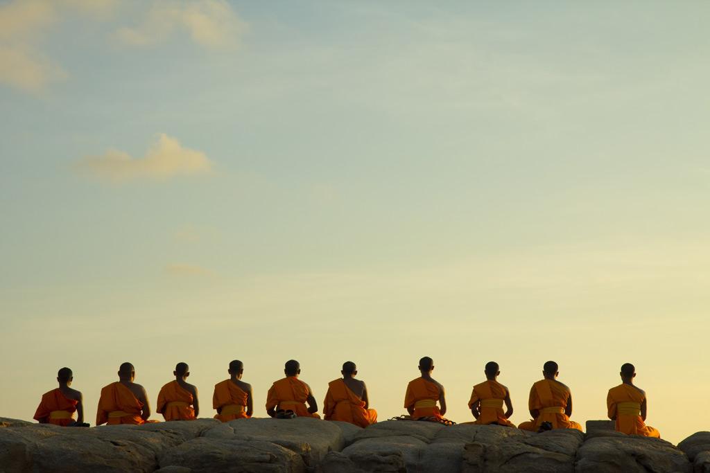 Фото: Монахи медитируют