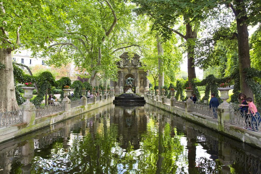 Фото: Мраморный фонтан Марии Медичи
