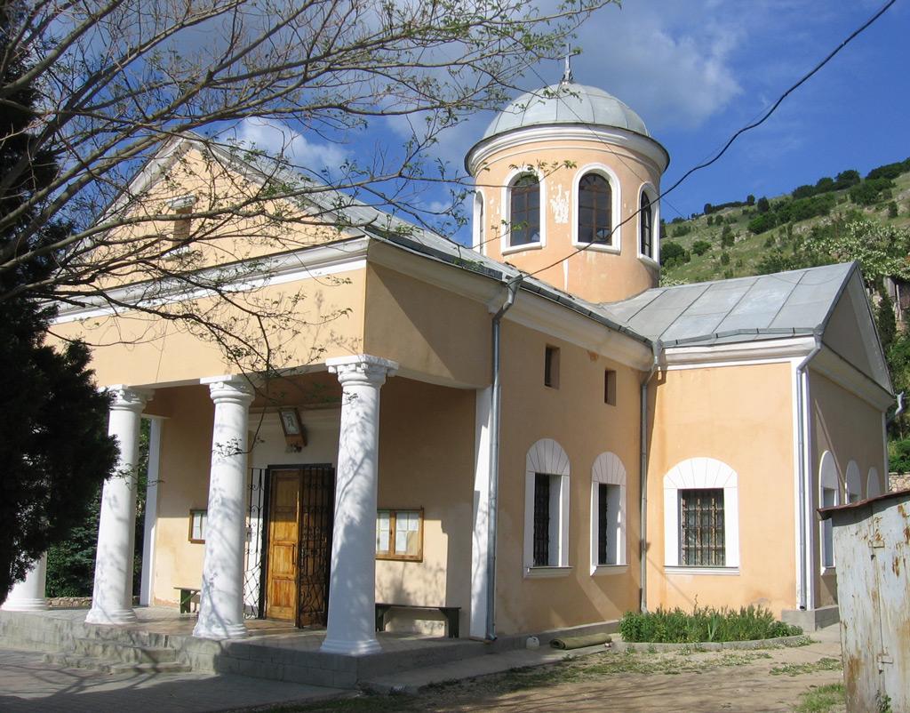 Фото: Храм святых Двенадцати Апостолов