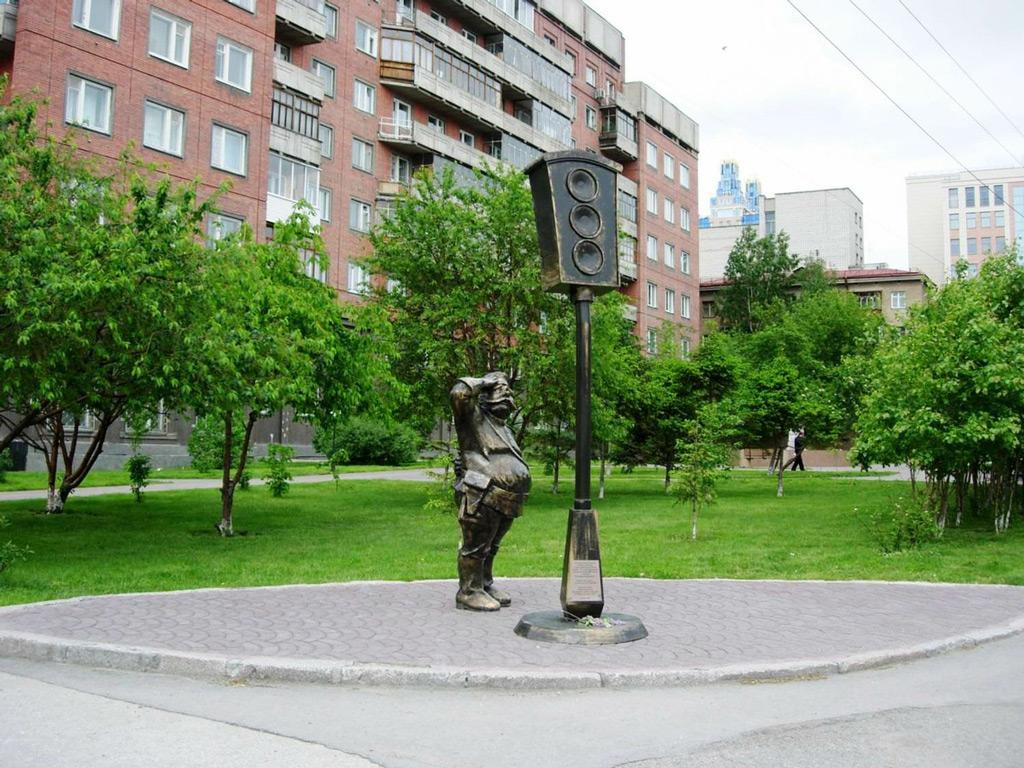 Фото: Памятник первому светофору