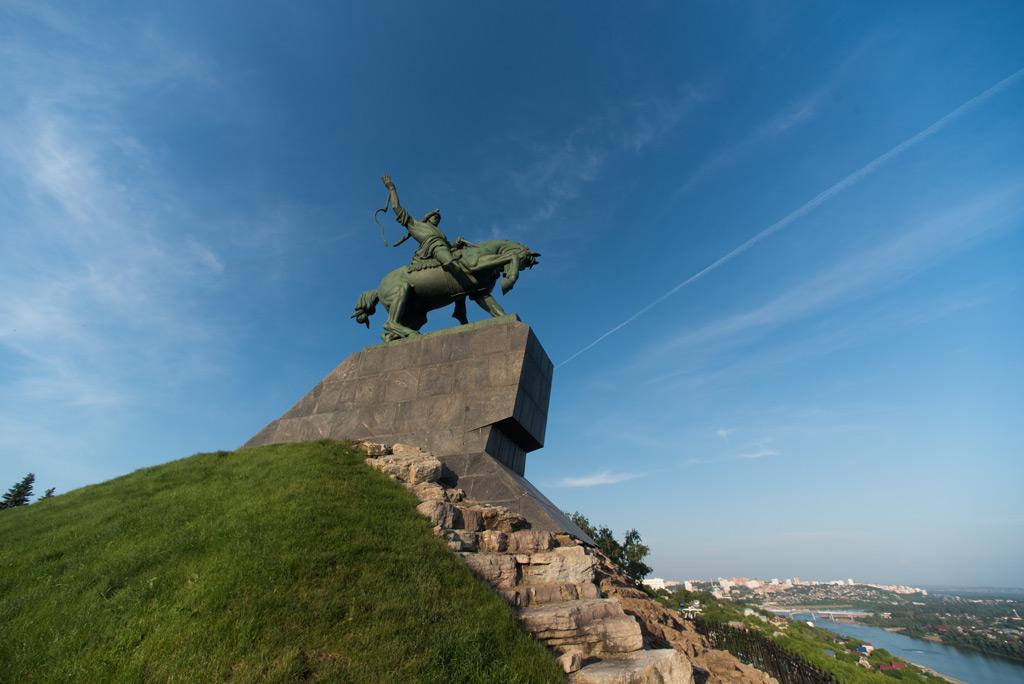 Фото: Памятник народному герою Салавату Юлаеву