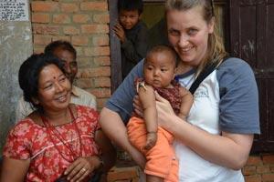 terremoto-nepal-natini-con-operatrice