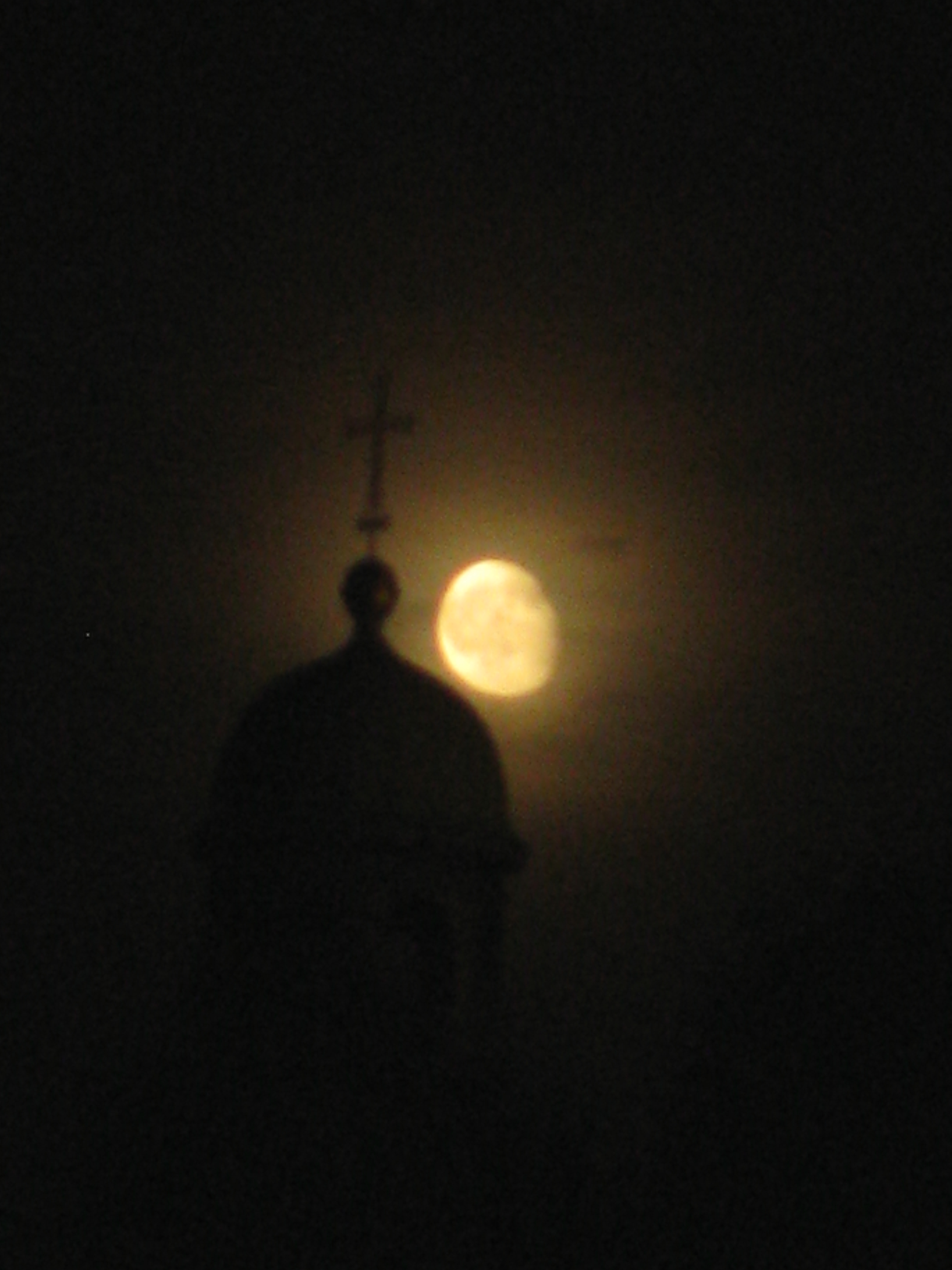 ירח מתגנב בפראג by Shulamit Sapir-Nevo - Illustrated by צילומים ,אסיף רוזנברג   ובני דואניס - Ourboox.com