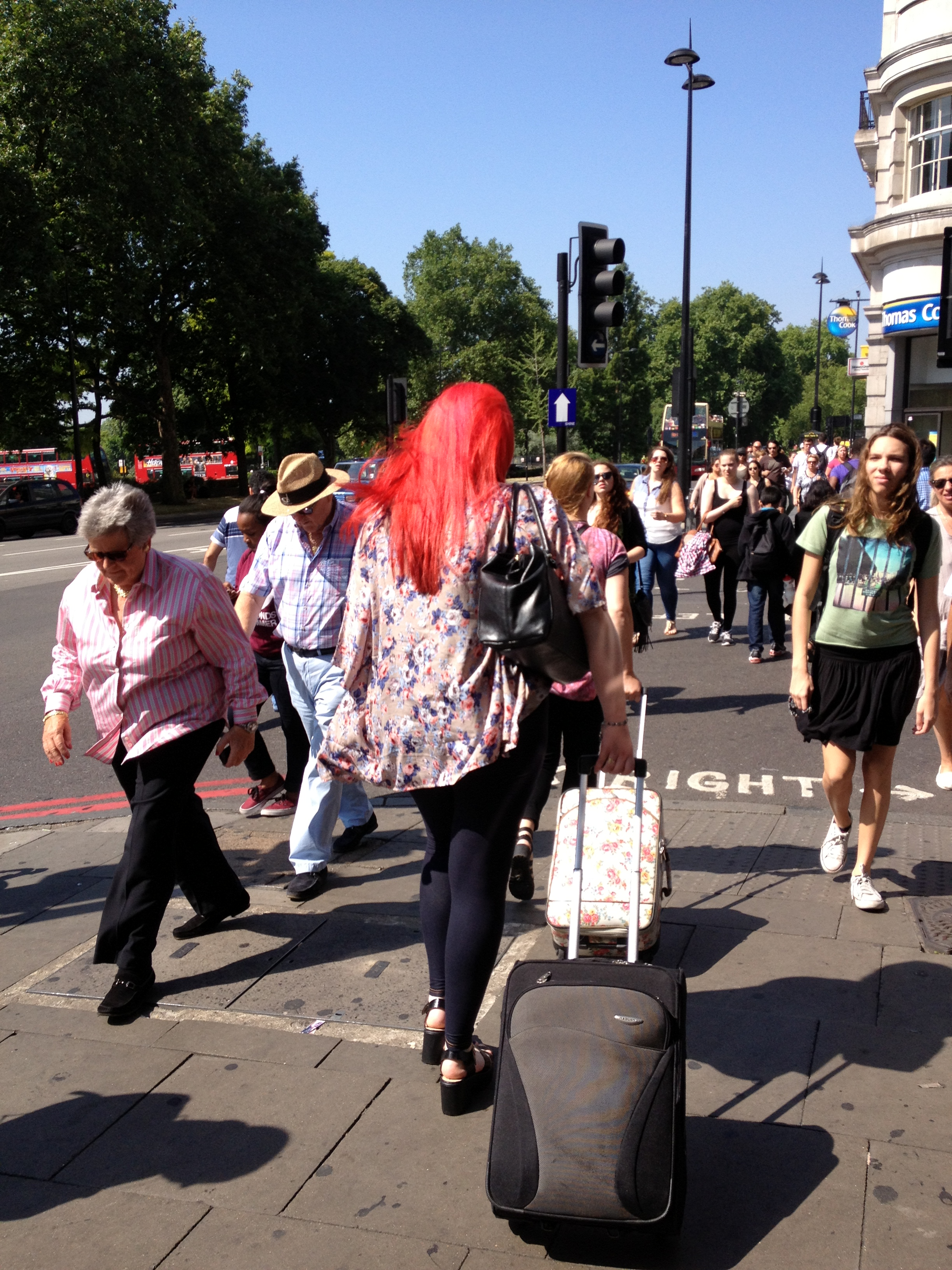 LONDON IN RED צבע אדום בלונדון by Shuli Sapir-Nevo Photo and Motto - Ourboox.com