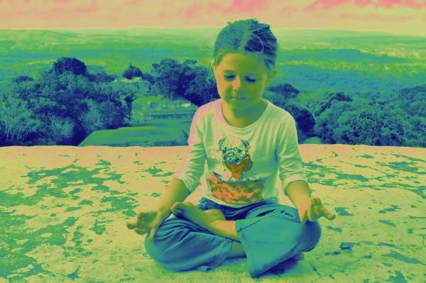 מדיטציה היא כמו אהבה /Maditaion is like love by Rachel Tucker Shynes - Illustrated by רחל טוקר שיינס/Rachel Tucker Shynes - Ourboox.com