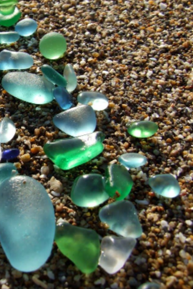 The cry of the sea glass by Shulamit Sapir-Nevo - Illustrated by Photos by Yiannis Klouvas - Ourboox.com