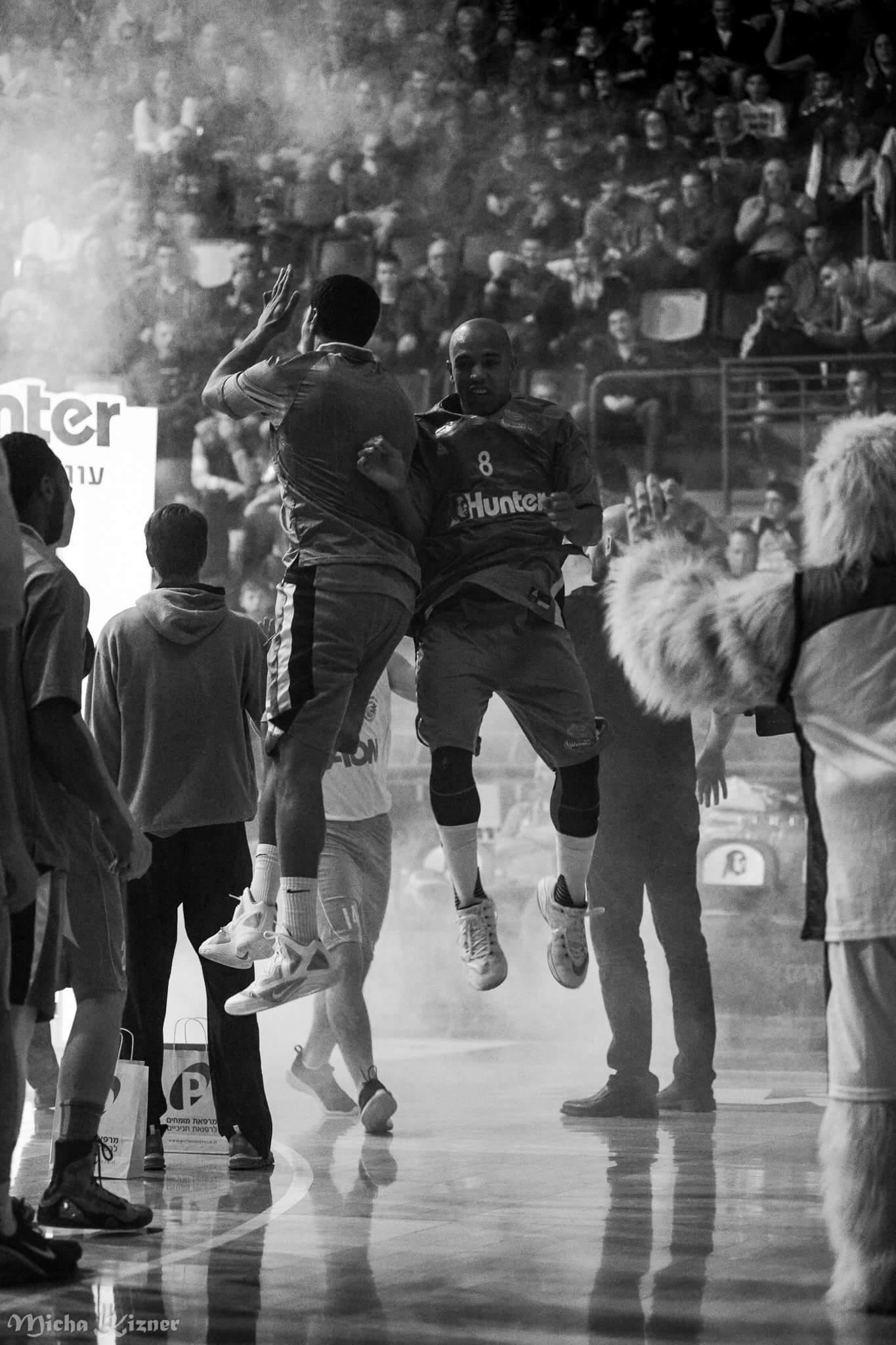 MACCABI HAIFA BASKETBALL TEAM by guy cohen - Illustrated by Yehonatan Cohen - Ourboox.com