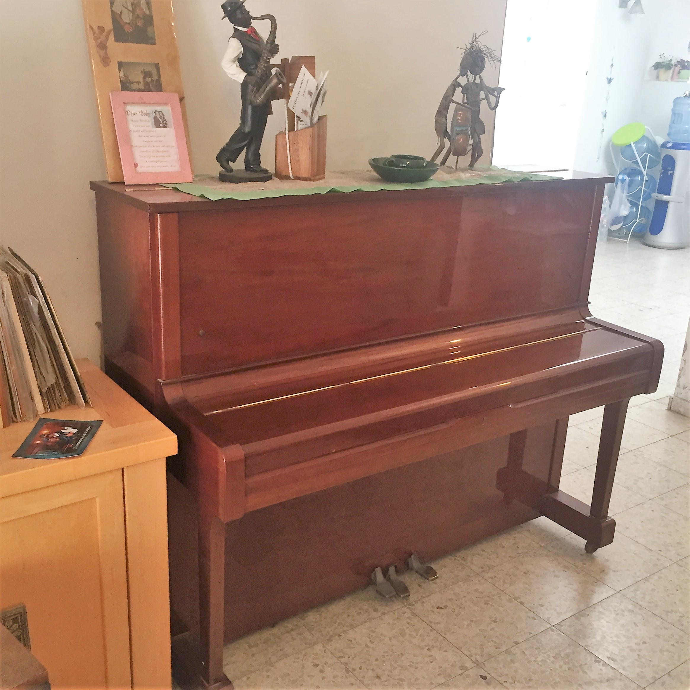 Artwork from the book - Mel's Ten Tips on Buying a Piano by Mel Rosenberg - מל רוזנברג - Ourboox.com